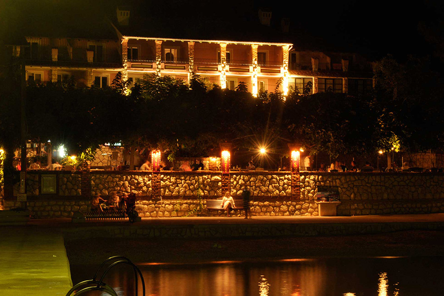 Hotel Barbat by night