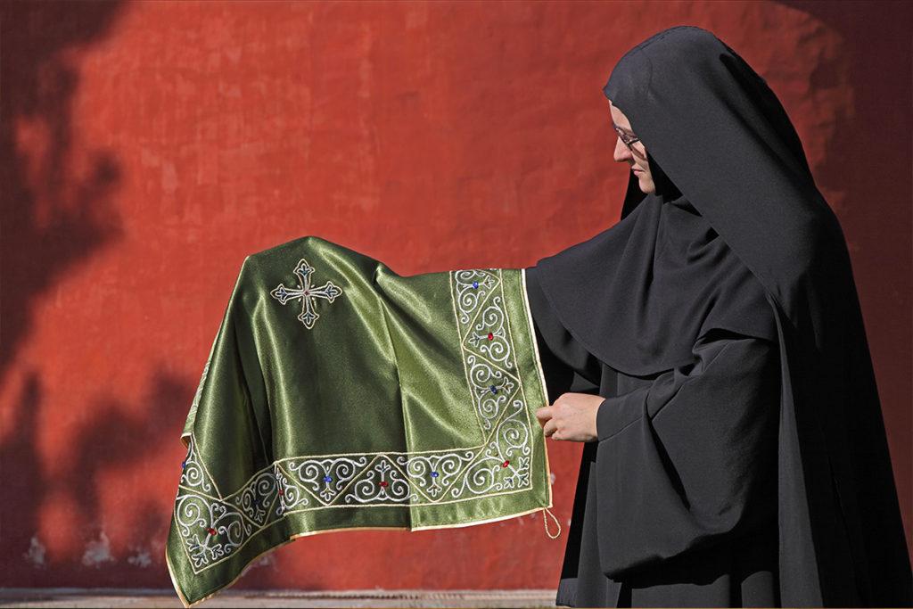 Manastir Žica, monahinja i vez